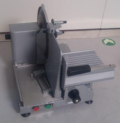 Nářezový stroj NS 301